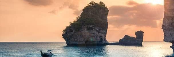 Vista su Nui Bay dall'isola Phi Phi Don, Thailandia