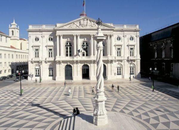 Pandemia criminale: sentenza a Lisbona, solo 152 morti di Covid in un anno e mezzo