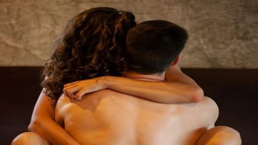 4,3 donne su 10 ammettono di avere tradito il partner: il 68% dice di annoiarsi a letto