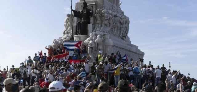 Nessuno si inginocchia per Cuba?
