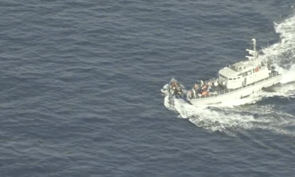 Spari e speronamento, l'attacco libico al barcone dei migranti