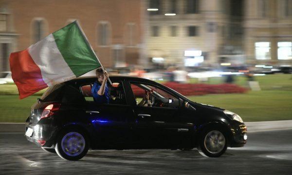 Piazze semideserte, la festa degli italiani per Italia-Belgio in auto