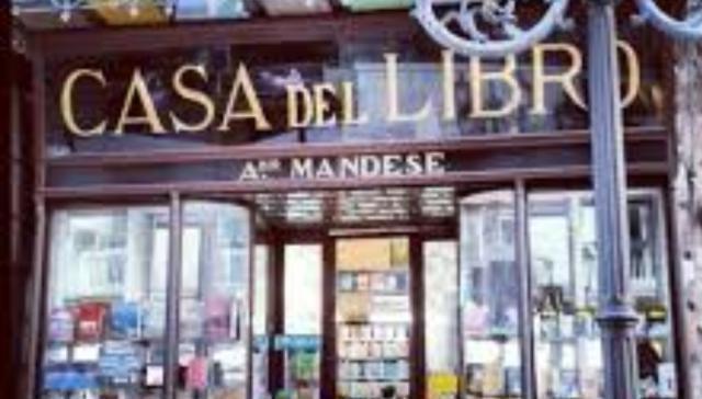 Taranto d'estate. La rassegna della libreria Mandese