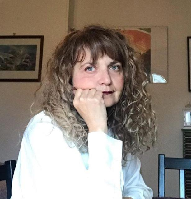 Lavinia Frati e l'impulso quasi quotidiano di scrivere poesia