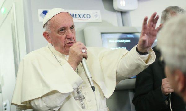 """Francesco: """"È il profitto che distrugge la Terra"""""""