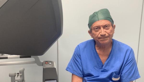 Con in robot prelevato un rene da donatore vivente a scopo di trapianto
