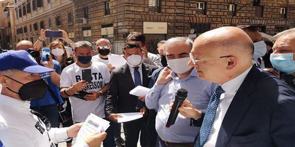 Il sottosegretario Paolo Sisto dichiara che i poliziotti penitenziari sono come i detenuti