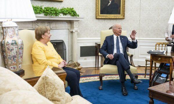 """Biden riceve Merkel: """"Uniti contro le aggressioni della Russia"""""""