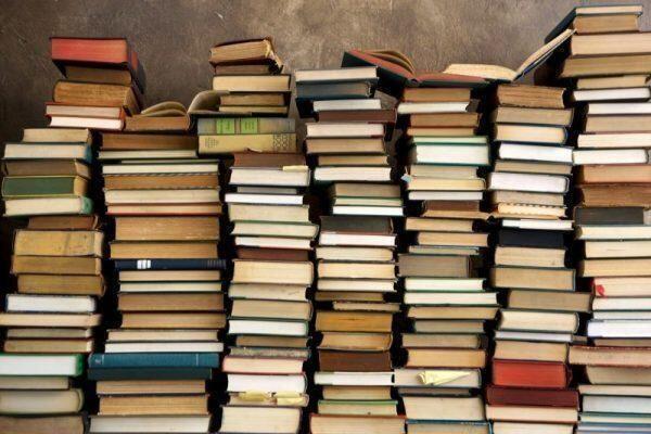 Esistono libri necessari? Ed ancora i libri sono necessari?