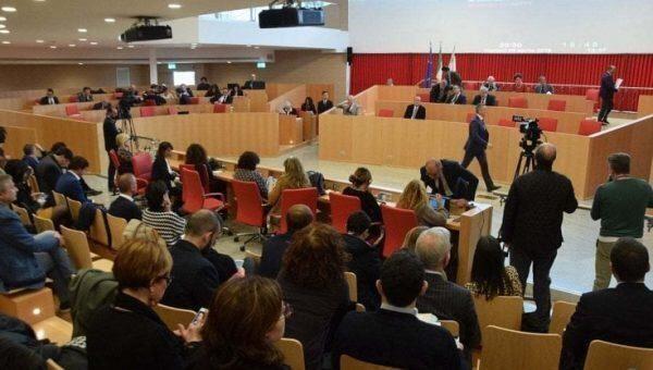 Arretrati del Tfr ai Consiglieri regionali della Puglia. Il Consiglieri regionali si fanno il regalo di agosto
